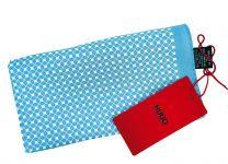Pañuelo de Bolsillo HUGO de Seda Pura Azul Cielo Cuadros Blancos 33x33 cm